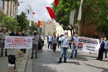 Denizli'de yerel yönetim emekçileri Merkezefendi Belediyesi önünde 1 Mayıs'ı kutladı