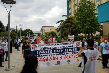 İzmir'de sağlık emekçileri 1 Mayıs'ı kutladı: Yaşamak ve yaşatmak istiyoruz