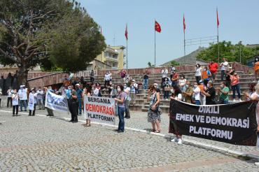 Bergama'da şantiyeye sürülen uzman arkeologa destek açıklaması yapıldı