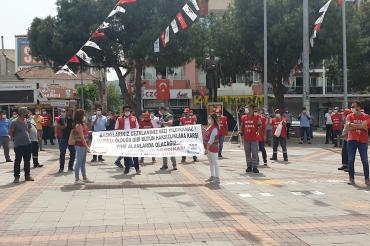 İzmir Gaziemir Belediyesi işçileri kendilerine kesilen 1 Mayıs cezasını protesto etti
