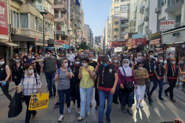 İzmir ve Denizli'de kadınlar, kazanımlarına yönelik saldırılara tepki gösterdi