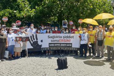 İzmir'de sağlık emekçileri şiddete karşı seslerini yükseltti