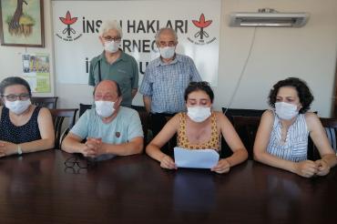İzmir'de insan hakları savunucuları işkenceye karşı açıklama yaptı