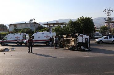 Aydın'da tarım işçilerini taşıyan minibüsle otomobil çarpıştı: 11 işçi yaralandı