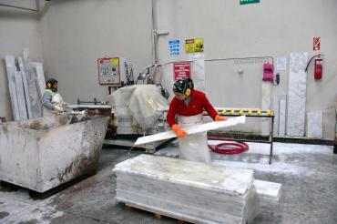 Fabrikada dağıtılan maske vaka artışını önlemedi