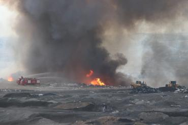 Denizli'de moloz yığınlarının atıldığı alanda yangın çıktı