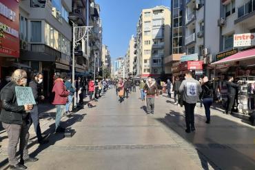 İzmir'de kültür sanat emekçileri ve esnaf taleplerini Tunç Soyer'e iletti