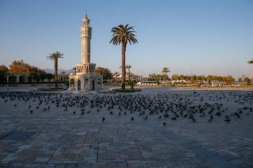 İzmir'de yeni kısıtlamalar: Bitpazarı kapatıldı, sahilde ve parkta piknik yasaklandı