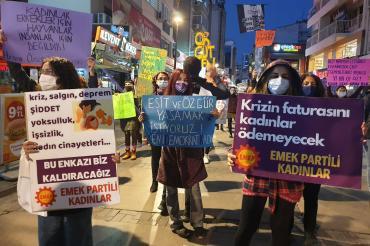 İzmir'de kadınlar şiddete karşı seslerini yükseltti