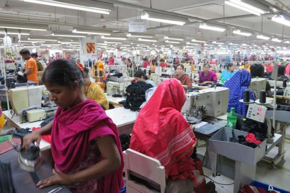 """Hindistan'daki göçmen işçilerin """"ölümcül"""" eve dönüş yolculuğu"""