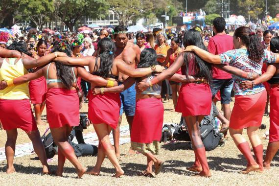 Brezilya Devlet Başkanı Bolsonaro, yerli halk için Kovid-19 yardımını veto etti