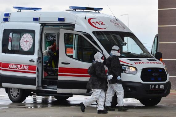 Ambulansta çalışan sağlık emekçisi: Bari insan olduğumuzu hatırlasınlar