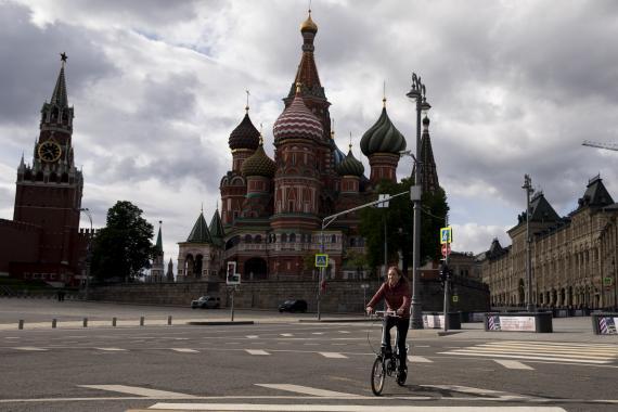 Rusya'da koronavirüs salgını: Hem vakalar hem baskı artıyor