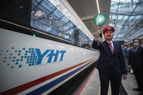 Koronavirüs salgını nedeniyle ara verilen Yüksek Hızlı Tren seferleri yeniden başladı