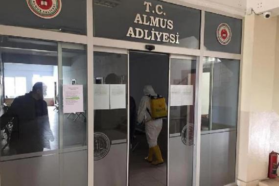 Almus Adliyesinde mübaşirde koronavirüse rastlandı, 1'i hakim 5 kişi gözetime alındı