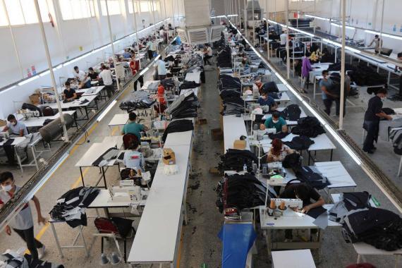 Pandemide işçiler işsiz kalmamak için ölümü göze aldı