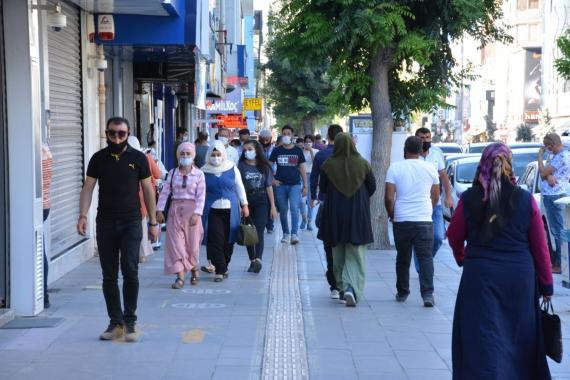 Türkiye'de son 24 saatte 1212 kişiye Kovid-19 tanısı konuldu