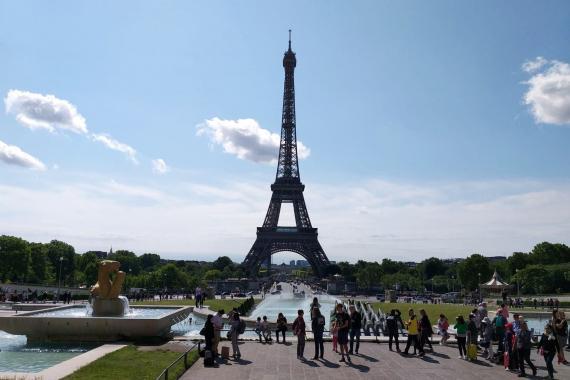 Fransa'da Kovid-19 nedeniyle ülke genelinde karantina ilan edildi