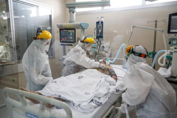 Kovid-19'a ikinci kez yakalanan doktor: İş yüküyle birlikte virüs yükü de arttı