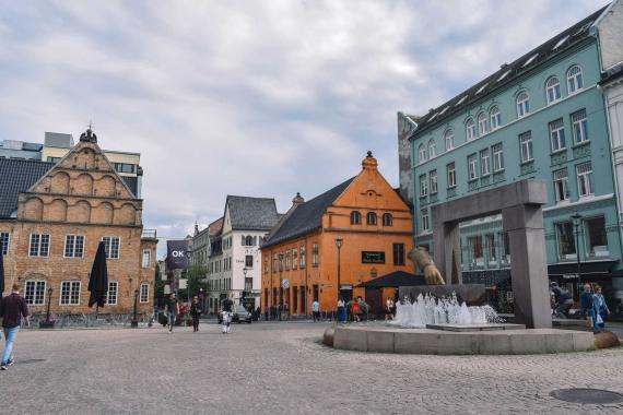 Norveç'e ziyarete gelenler kendilerini karantina otelinde buluyor