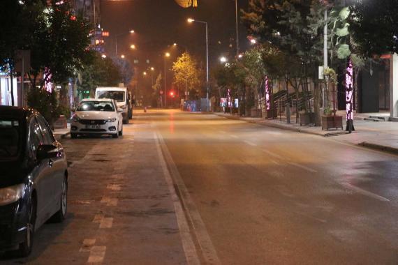Türkiye genelinde hafta sonu uygulanan sokağa çıkma kısıtlaması başladı