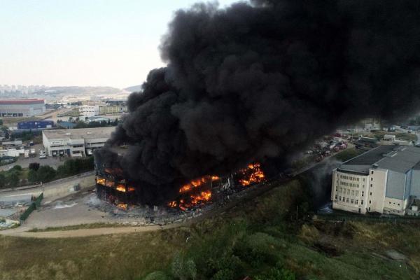Yangın sonrası Akpınar Tekstil fabrikası kullanılamaz hale geldi. Son bir yılda 200'e yakın fabrika yandı.