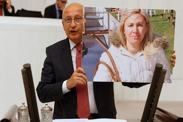 Utku Çakırözer, Mecliste, Ayşe Tuba Arslan'ın fotoğrafını tutarak konuşma yaptı