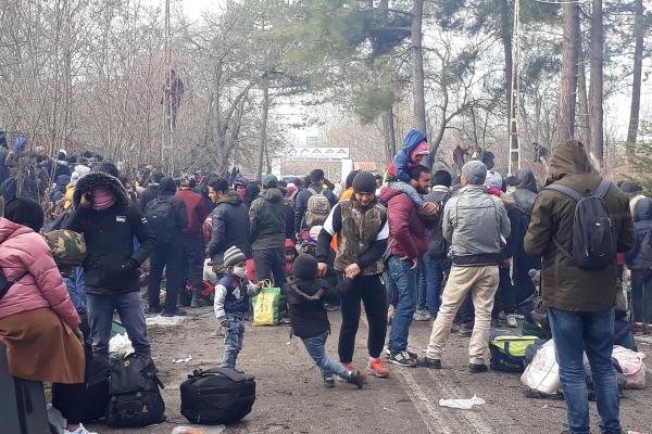 Pazarkule sınır kapısında bekleyen binlerce mülteci