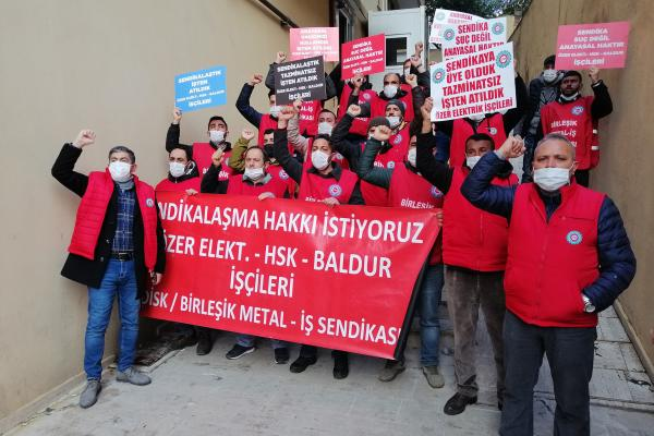 Birleşik Metal-İş üyesi işçiler Gebze'den Ankara'ya yürüyor.