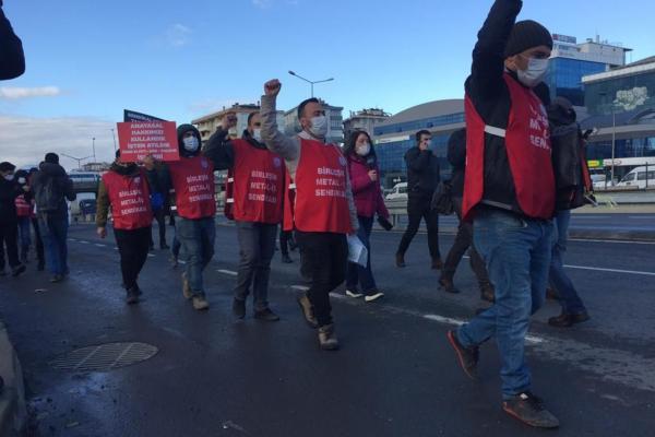 Birleşik Metal-İş üyesi işçiler sendikal haklarının tanınması talebiyle Ankara'ya yürüyüş başlattı.