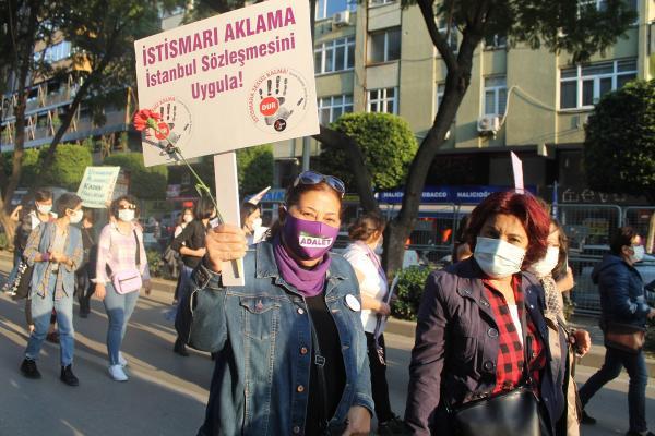 Adana'da kadınlar 8 Mart'ta miting gerçekleştirdi.