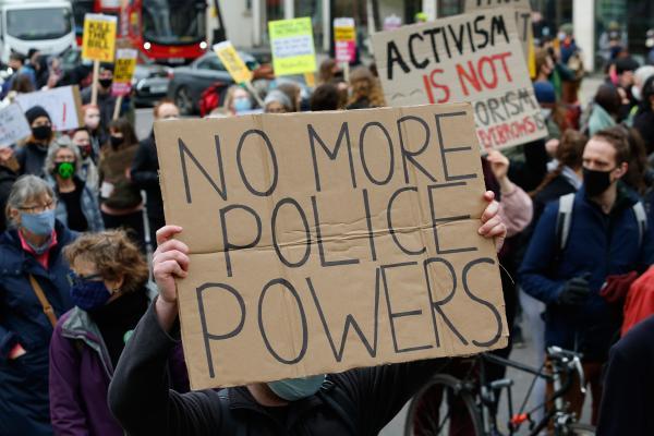 İngiltere'nin başkenti Londra'da, polisin yetkilerini artıran yasa tasarısı protesto edildi.