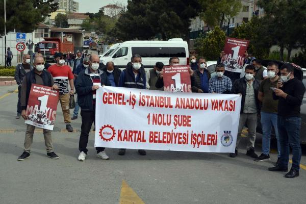 Kartal Belediyesi işçileri iş yerlerinde 1 Mayıs'ı kutladı.