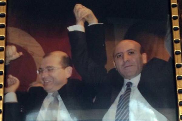 Sedat Peker'in 'Eski sağ kolum' dediği Erdal Aras ile Süleyman Soylu, Demokrat Parti kongresindeki zaferlerini kutlarken