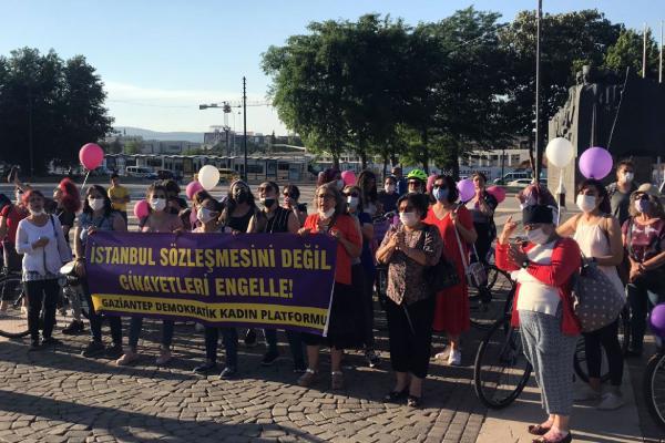 Antepli kadınlar bisikletlerini İstanbul Sözleşmesi için sürdü