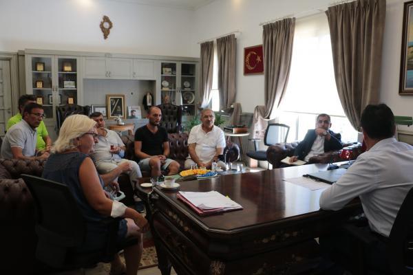 Emek Partisi yöneticileri, Bodrum Belediyesini ziyareti, Ercüment Akdeniz (sağdan ikinci)