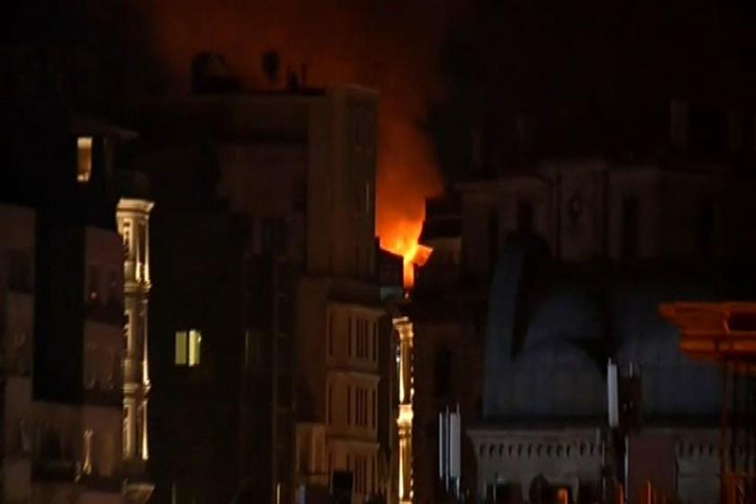 Taksim'de korkutan yangın