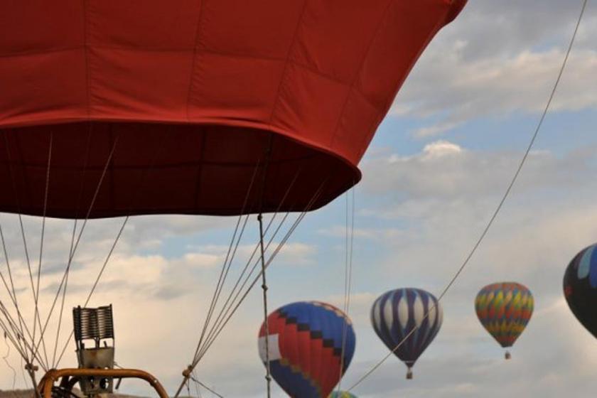 Mısır'da turistleri taşıyan balon düştü: 1 kişi öldü