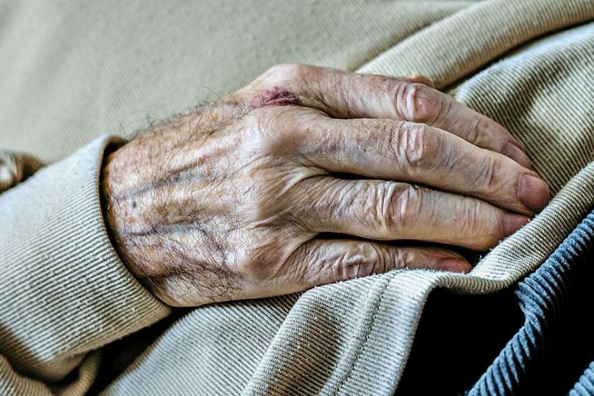 82 yaşındaki kadın, 36 saat yerde yatmak zorunda kaldı