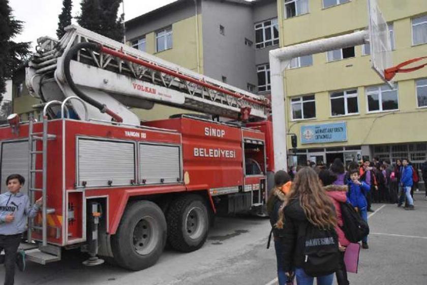 Sinop'ta okuldaki erkek tuvaletinde yangın çıktı