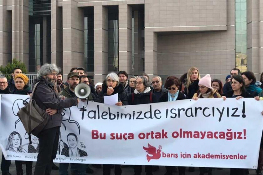 Barış imzacısı 12 akademisyen hakim karşısına çıktı