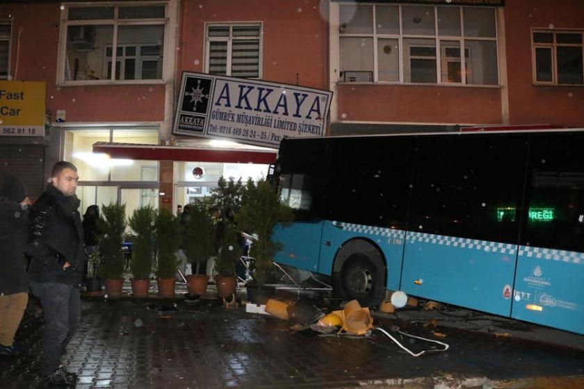 Ataşehir'de özel halk otobüsü kaza yaptı: 6 yaralı