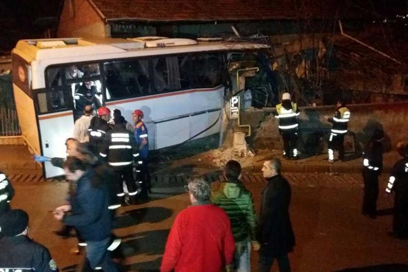 Karabük'te işçi servisi evin duvarına çarptı: 4 ölü