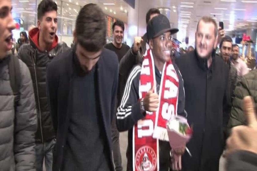 Sivasspor'un prensipte anlaştığı Robinho, İstanbul'a geldi
