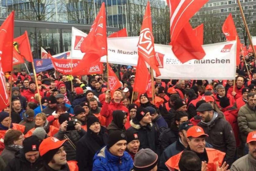 Metal işçileri uyarı grevlerini sürdürüyor