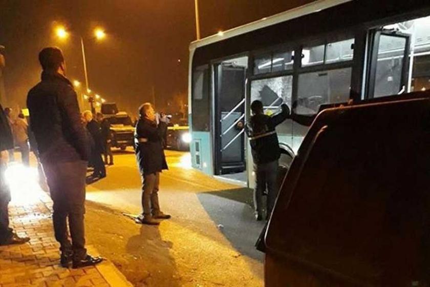 Belediye otobüsüne molotof kokteyli atıldı: 3 yaralı