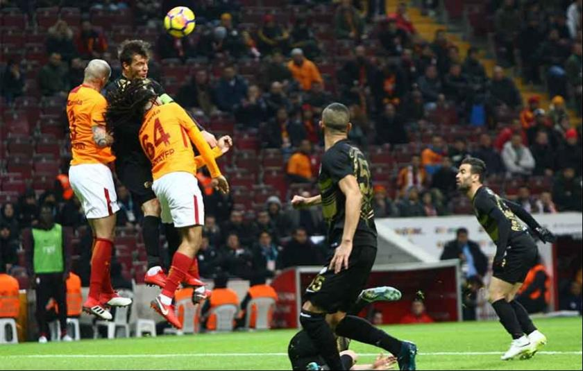 Galatasaray  kendi evinde Osmanlıspor'u 2-0 yendi