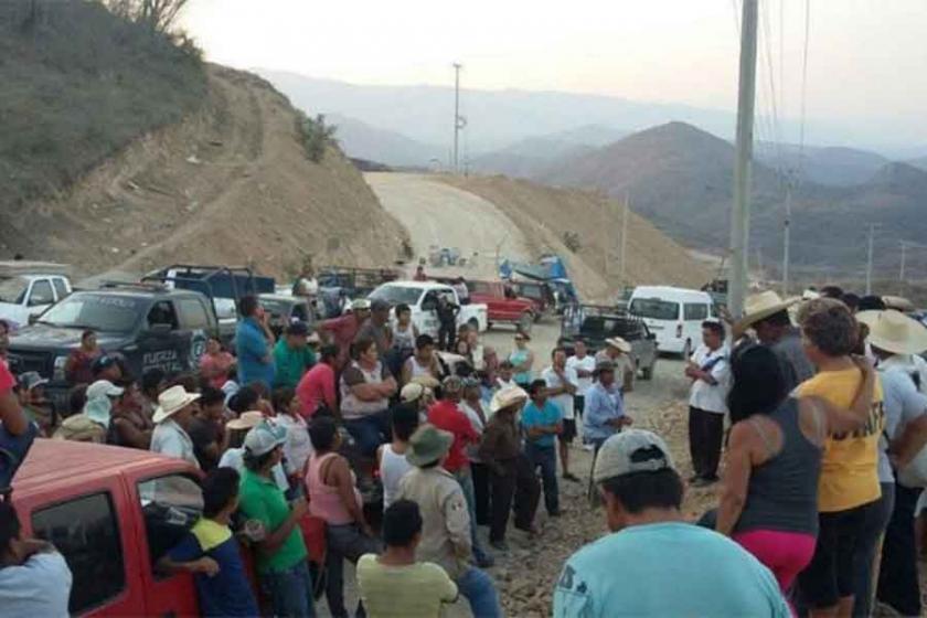 Meksika'da madende sendika mücadelesi veren işçilere infaz