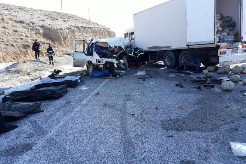 Van'da katliam gibi trafik kazası: 8 ölü 2 yaralı