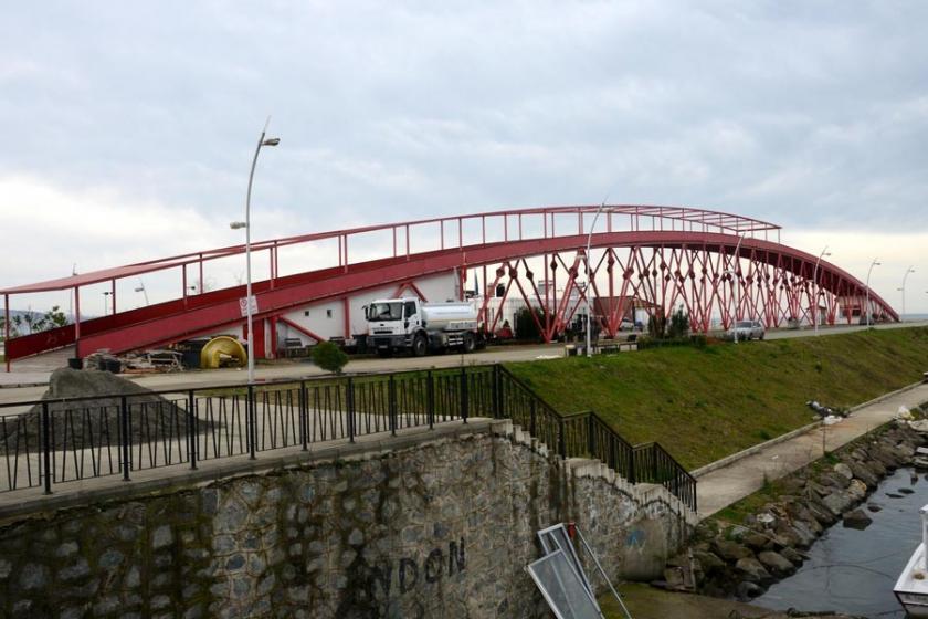 Trabzon'un Arsin ilçesinde 'fıkra gibi' köprü